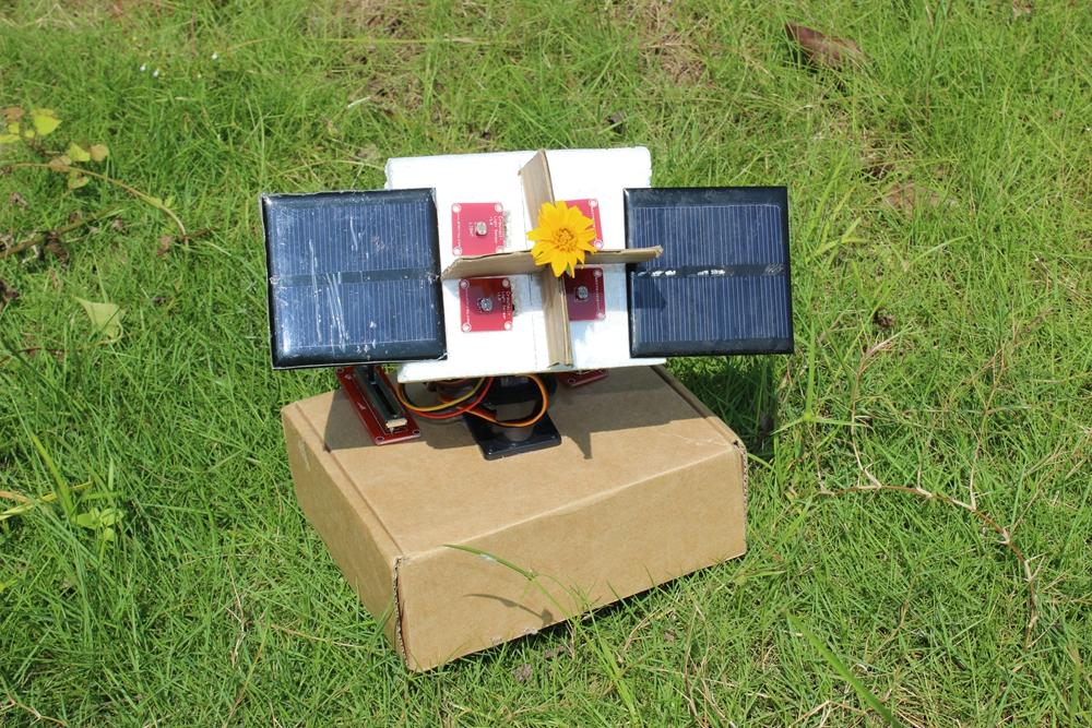 Picture of Arduino Sunflower - an Electronic Sundancer