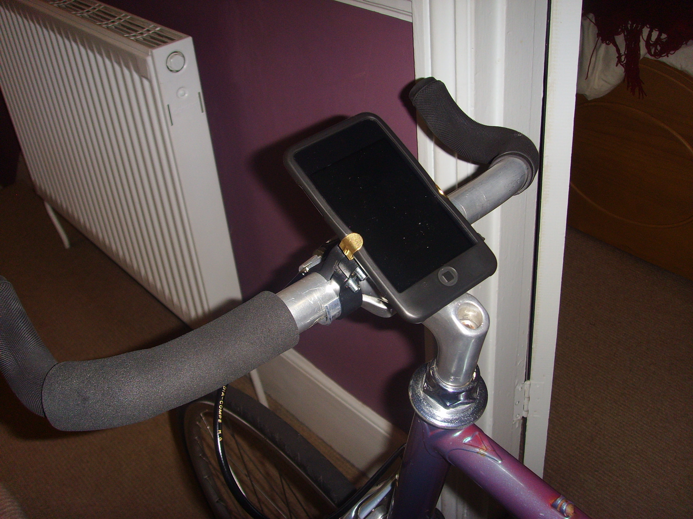 Picture of IPod/iPhone Bicycle Mount (on the Cheap)