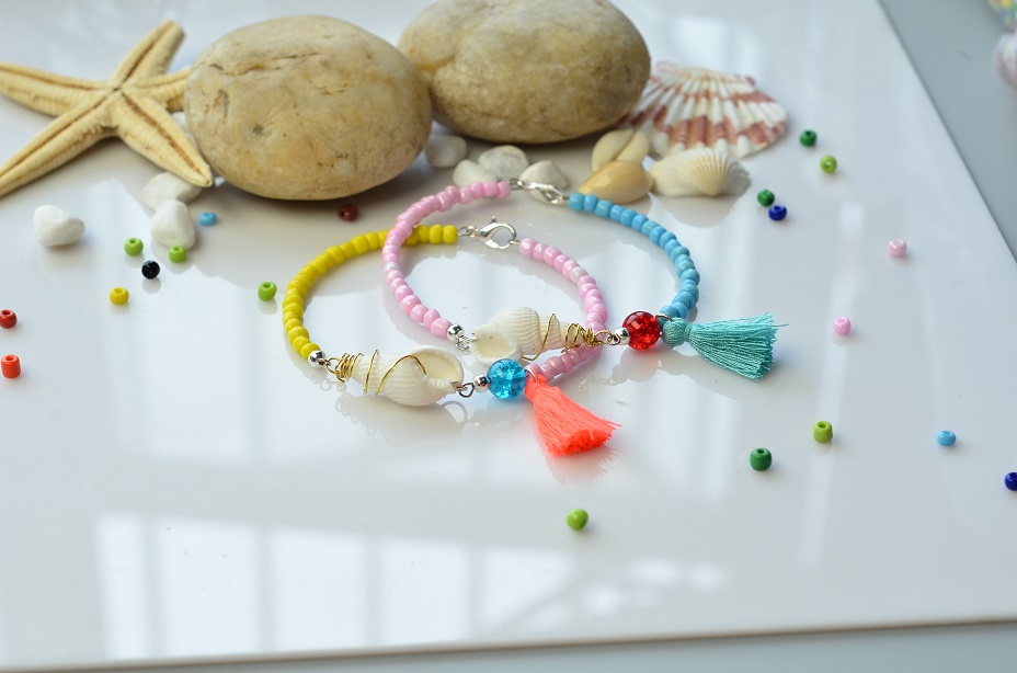 Picture of Tutorial of a Colorful Beaded Bracelet With Shell