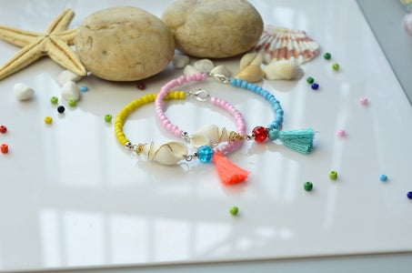 Tutorial of a Colorful Beaded Bracelet With Shell