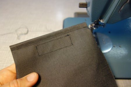 Lower Side Pouches: Velcro