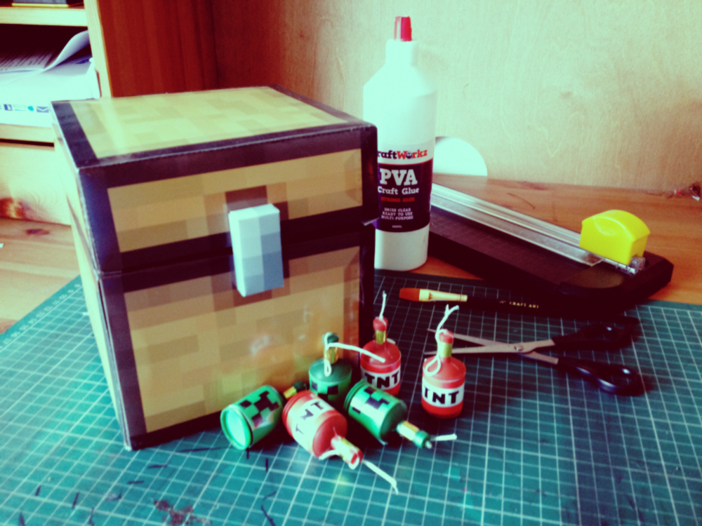 Picture of How to Make a Minecraft Chest Using Papercraft