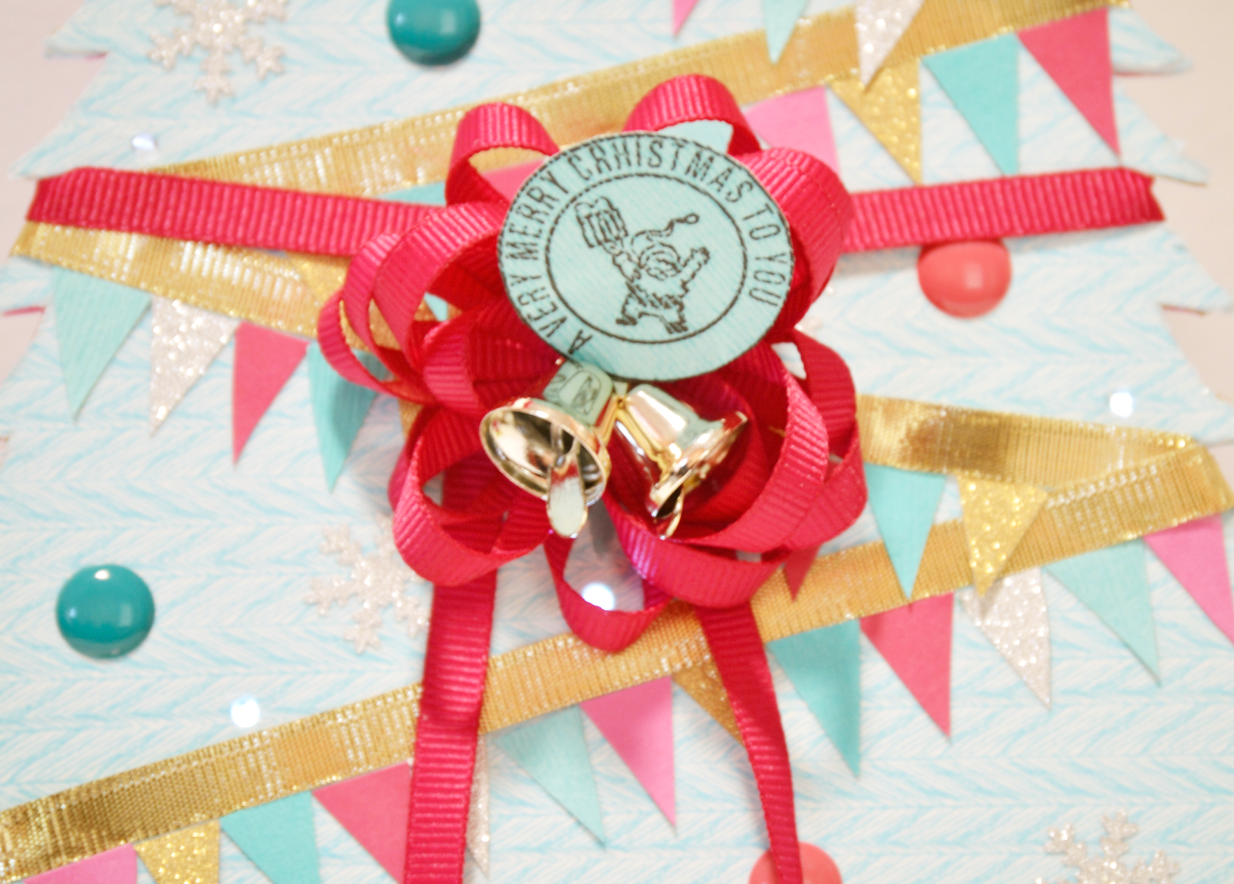 Picture of Close the Gift Box and Secure It With Ribbon