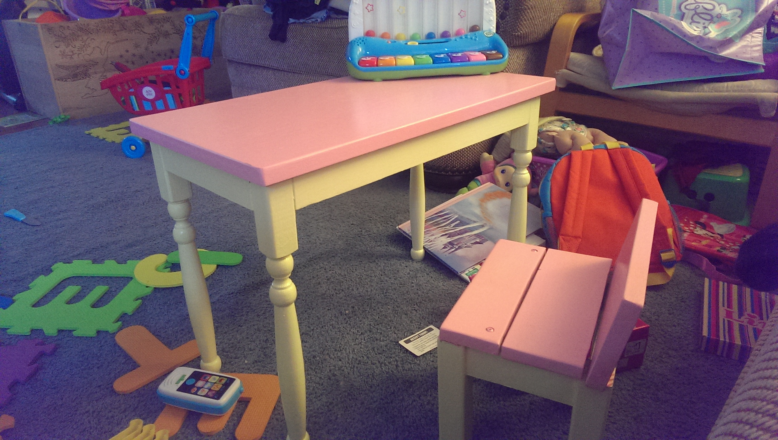 Picture of Kids Table and Chair