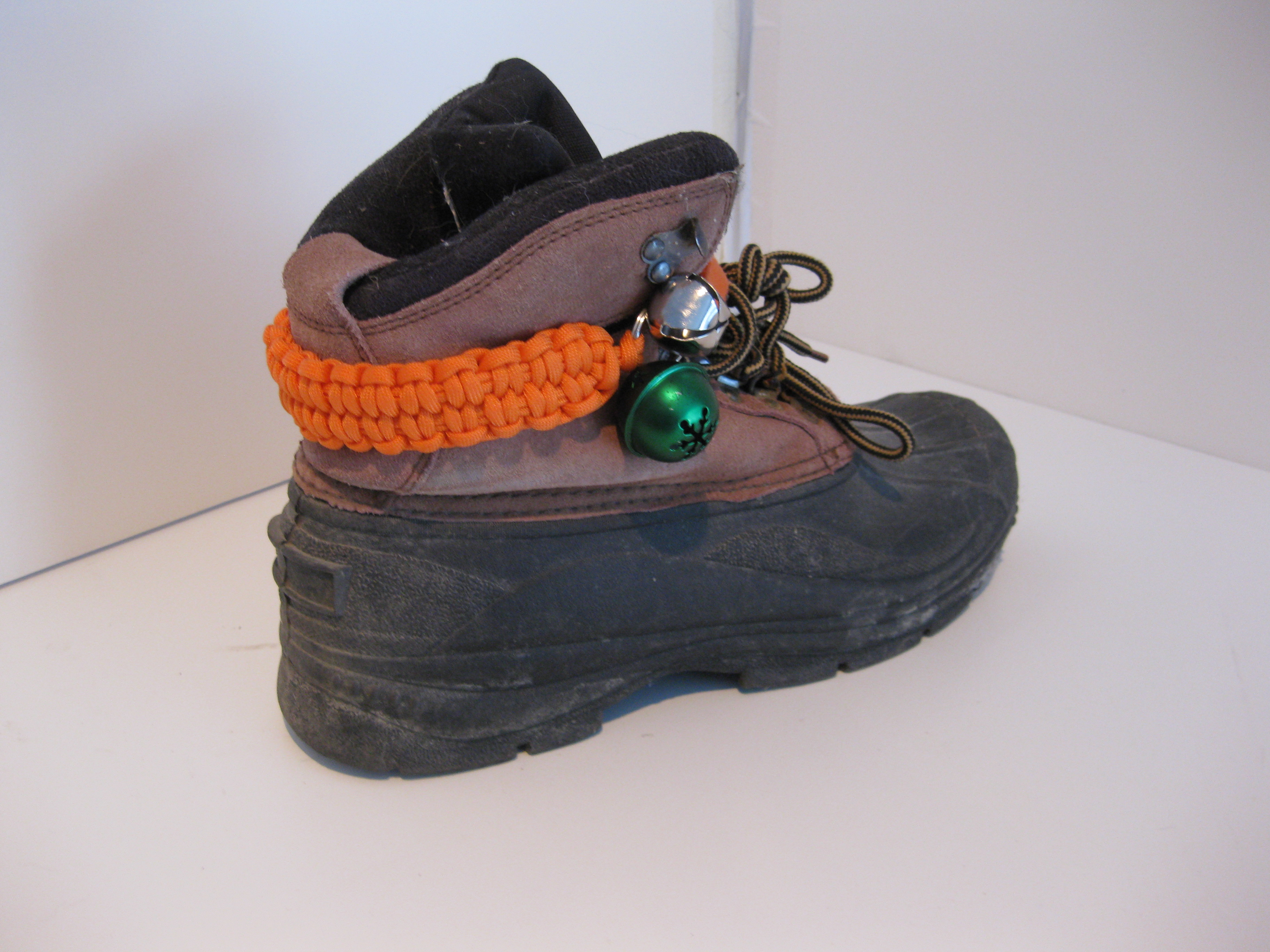 Picture of Bear Bell Paracord Ankle Strap