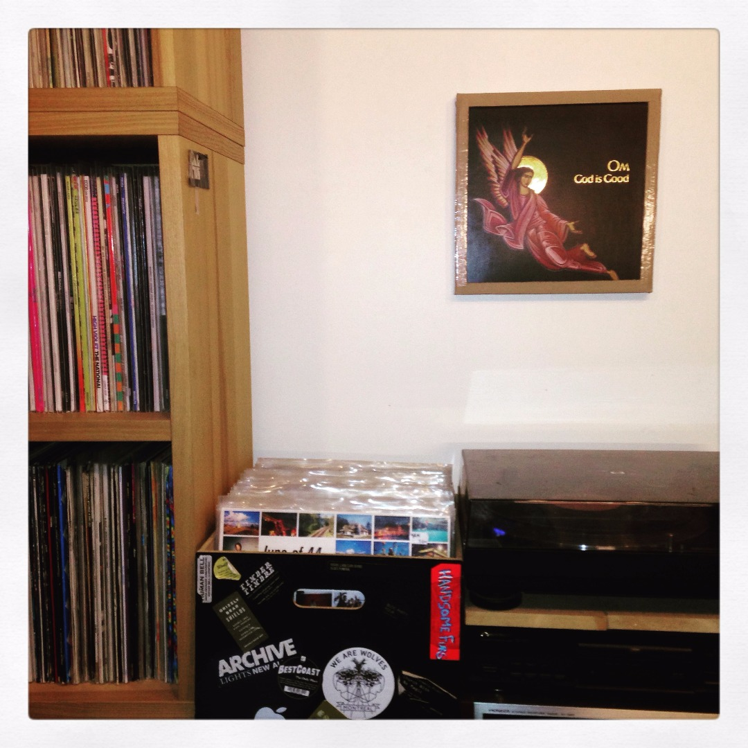 Picture of A CARDBOARD FRAME TO SHOW YOUR LP RECORDS