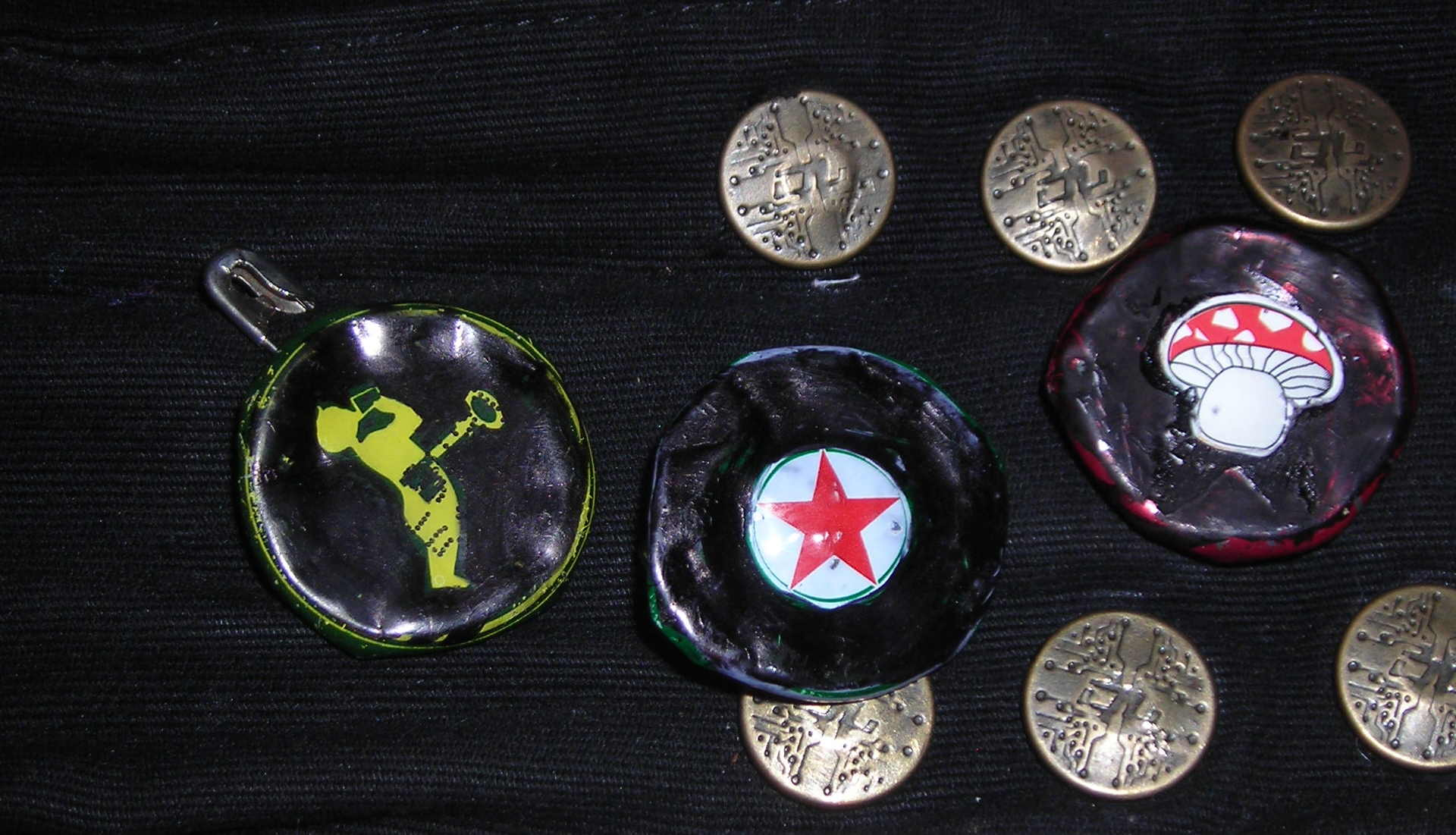 Picture of Bootle Cap (& Can Ring) DIY Pin