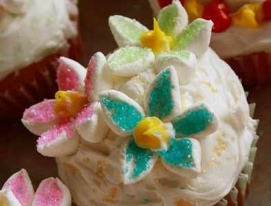 Blooming Lemon Ginger Cupcakes With Mint
