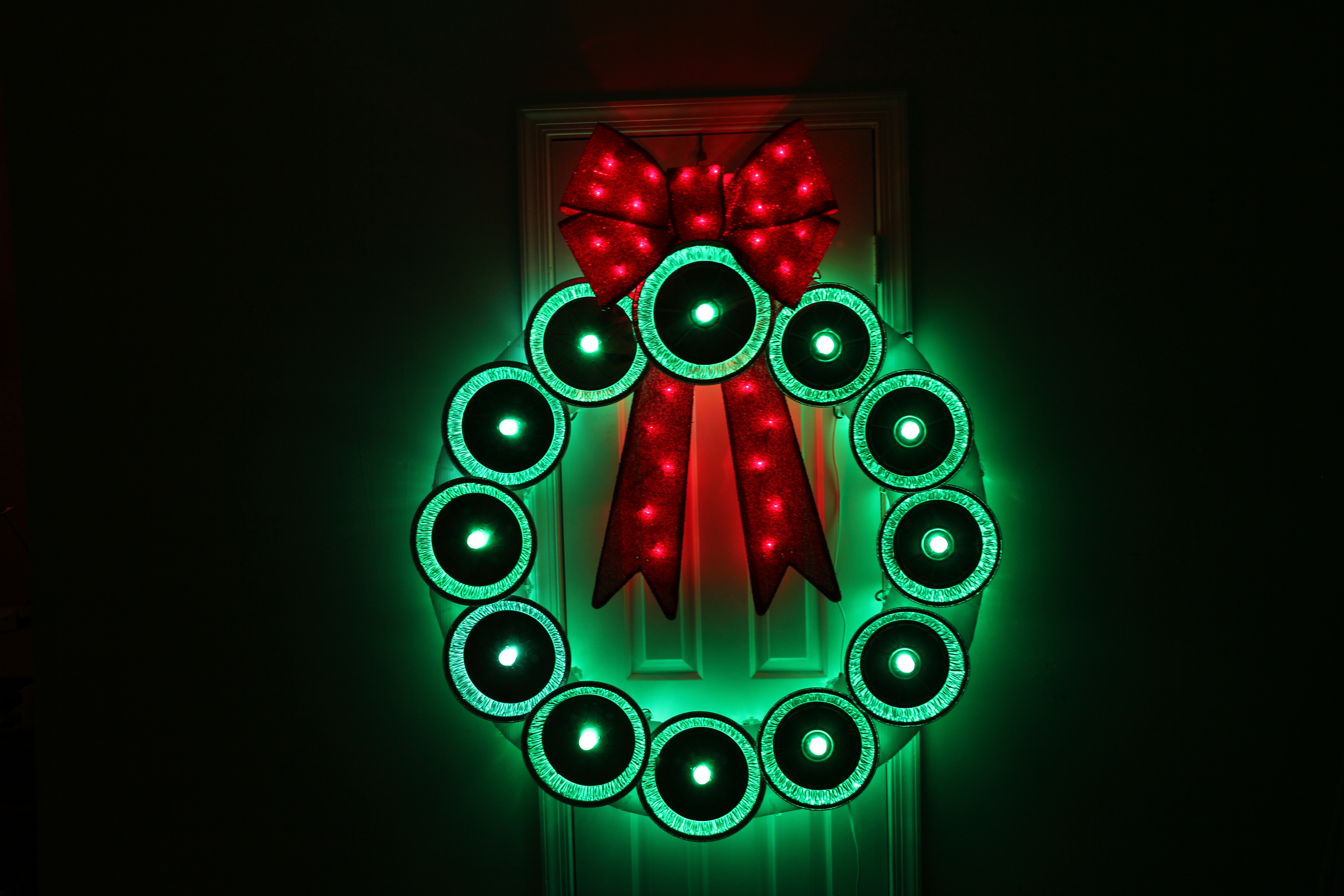 Picture of Pie Tin Holiday Wreath With GE Color Effects Lights