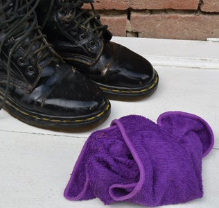 CLEAN THE BOOTS
