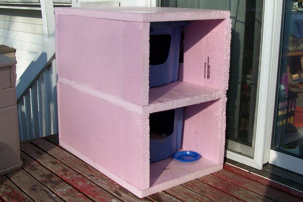 Outdoor Cold Weather 'Cat Condo'