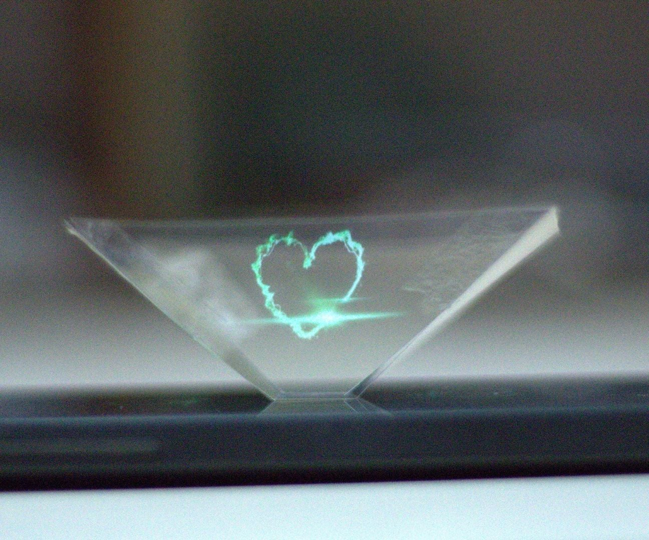 DIY 3D Hologram Pyramid: 6 Steps
