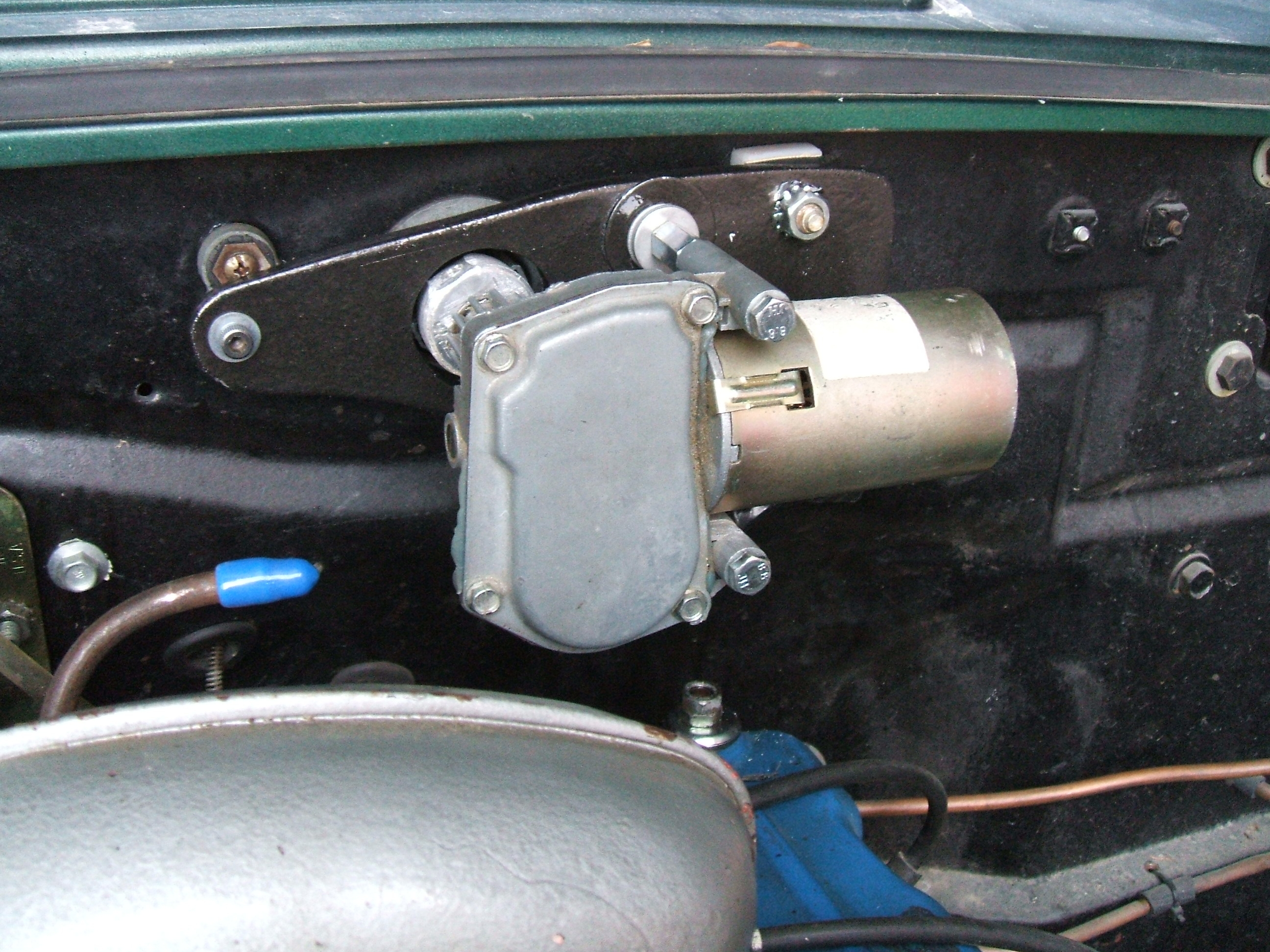 Picture of Classic Car Windshield Wiper Vacuum Motor Replacement