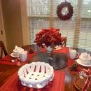 Last Minute Christmas Breakfast Table &  Red Decor
