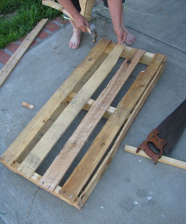 Picture of Put Boards on the Side and Bottom of Your Tray
