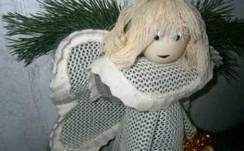 The Christmas Angel: a Cute Handmade Accessory to Decorate Your Home