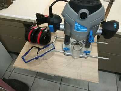 Cheap'n'easy Router Circle Jig