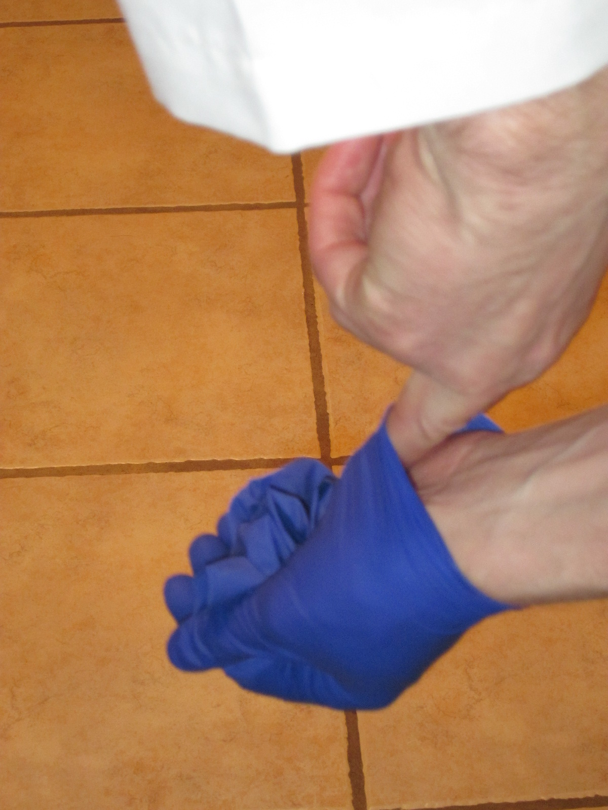 Picture of Glove Removal Step 4